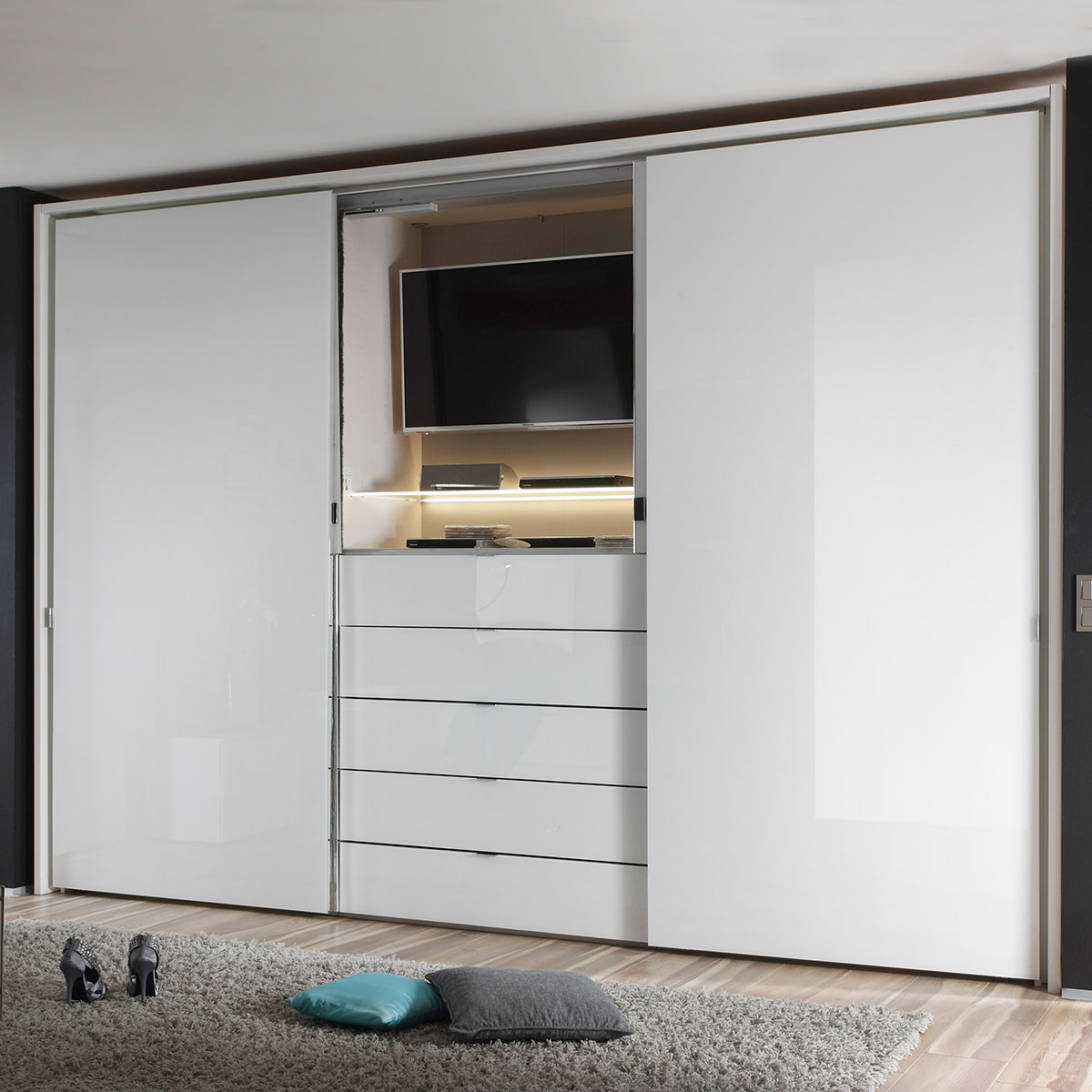 schwebet rnschrank media in wei mit beleuchtung flamme. Black Bedroom Furniture Sets. Home Design Ideas