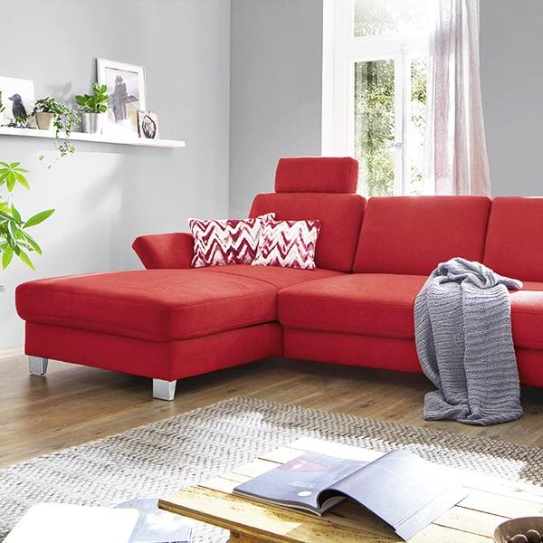 Sofa-mit-modernem-Samt-Bezug